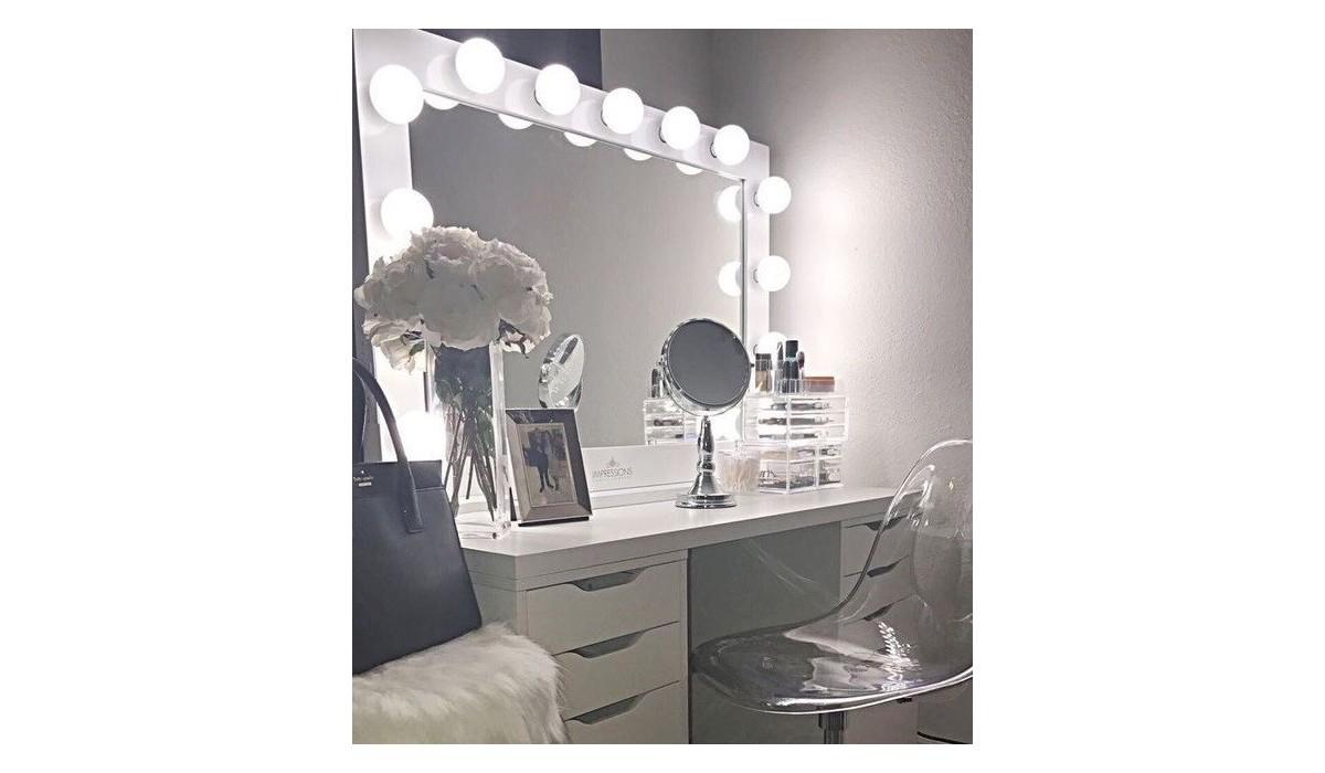 Postazioni Trucco  Poltrone e specchi acquistabili in combinato o sole